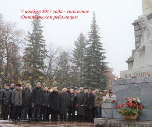 Ветераны республики возложили цветы к памятнику Ленину