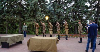 В уфимском парке Победы прошел митинг прощания с погибшими красноармейцами