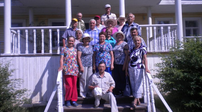 Ветераны побывали в родовом имении художников Сведомских