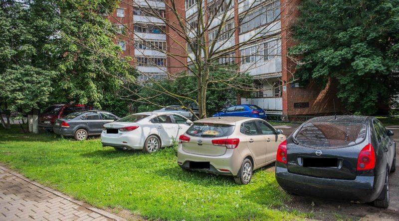 Картинки по запросу В Башкирии ввели штрафы за парковку на газонах и детских площадках