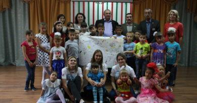 В Кумертау ветераны и волонтеры вручили подарки воспитанникам детского дома