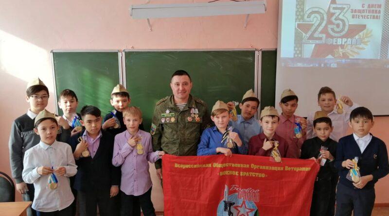 Ветераны «Боевого братства» провели уроки мужества
