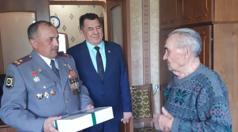 В Уфе поздравили с праздником Победы участника войны Раиса Абдрашитова