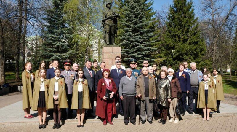 В Уфе возложили цветы к памятнику Герою Советского Союза Александру Матросову