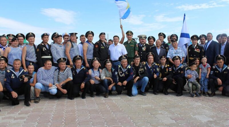В Сибае открыт памятник военным морякам и морским пехотинцам