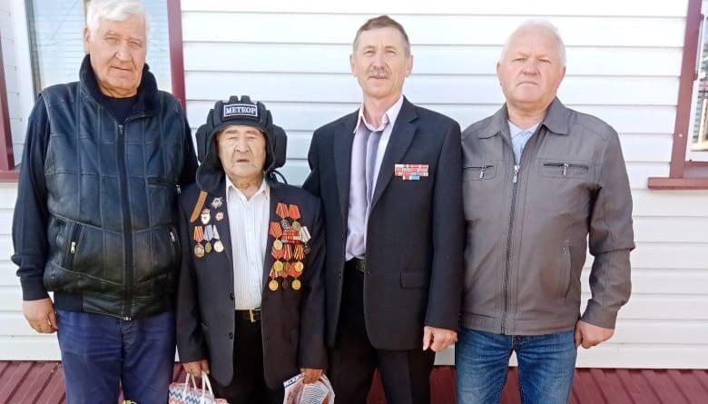 В Белебее 95-летнего фронтовика Габдрауфа Гареева поздравили с Днём танкиста
